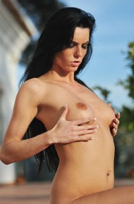 eileen-sue-strips-naked-in-public