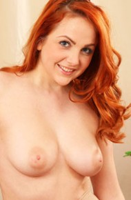 kara-carter-redhead-secretary-in-pantyhose