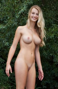 busty-carisha-loves-the-outdoors