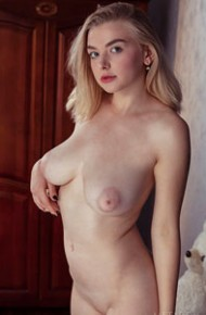 daniel-sea-curvy-blonde-shows-pussy