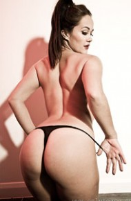 felicity-hill-shows-big-ass-in-thong