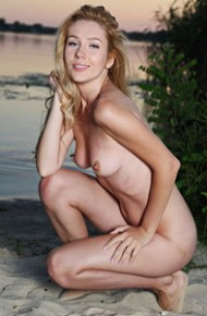 genevieve-gandi-naked-in-the-sand