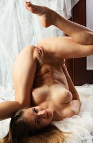 naked-flexible-euro-babe
