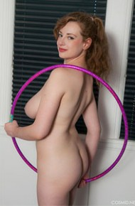 curvy-amateur-redhead-working-out