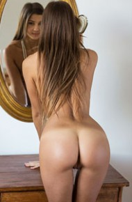 melena-maria-nude-by-the-mirror