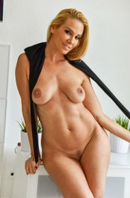 vega-vixen-rock-hard-blonde-milf
