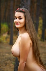 busty-curvy-sonya-in-the-woods
