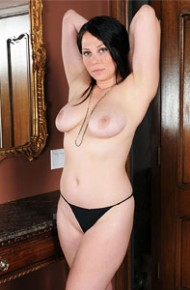 Summer Avery Hot Wife Shows Curves