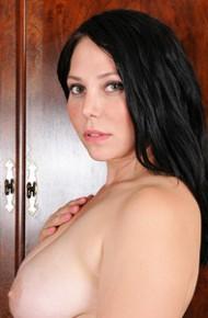 Curvy Wife Summer Avery Shows Bald Twat