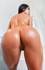 Inna Sirina Is Oiled and Sexy