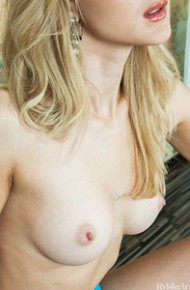 Erotic Nude Blonde Zemira Exposed