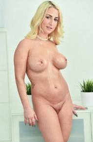 Blonde Milf Rubs her Pink Twat