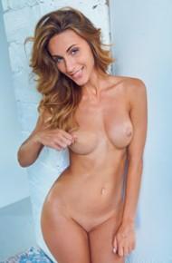 Cara Mell Seductive Toned Nude Model
