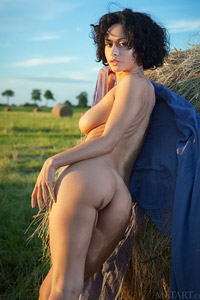 Pammie Lee Nude in the Warm Sun