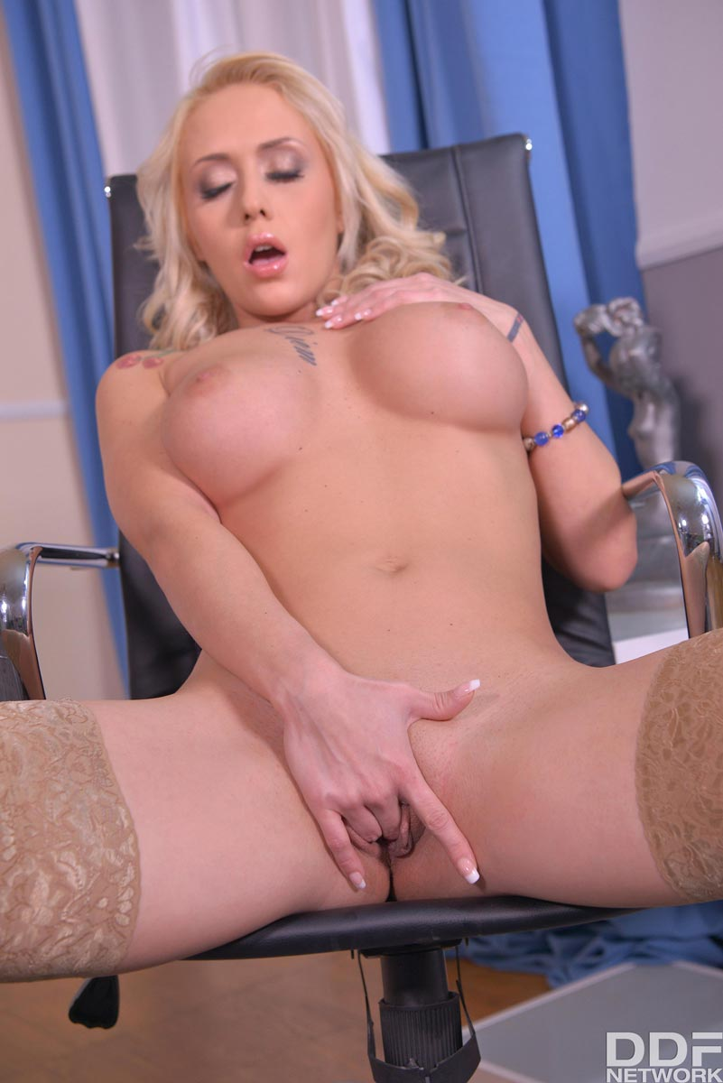 from Maximo play pussy in office