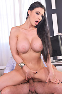 Aletta Ocean Coworker in Action