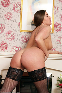 Karen Hot Curvy Housewife