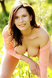 Suzanna A Sporty Outdoor Chick