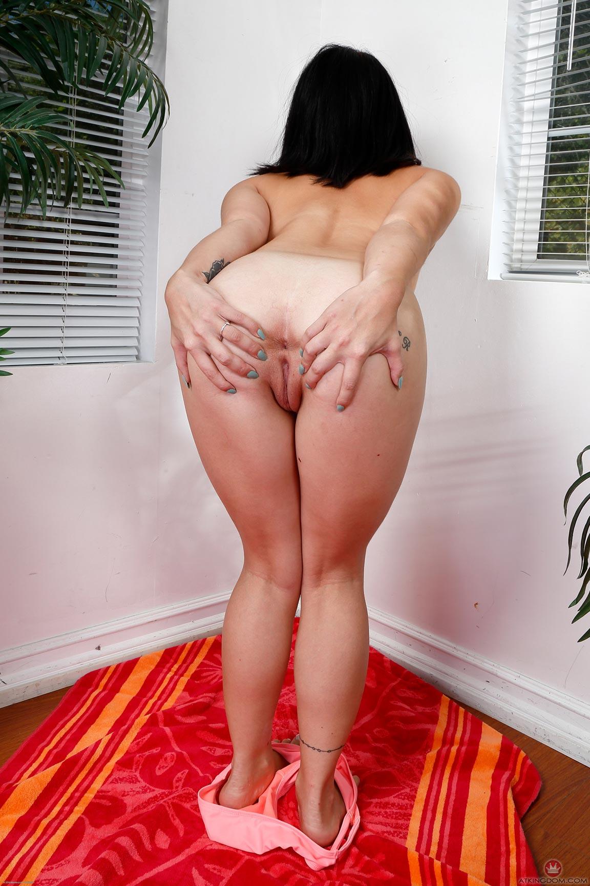 Rina Ellis Pussy Play