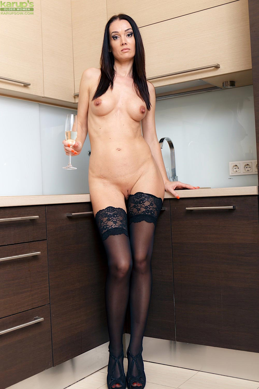 Lara Lost Leggy Milf In Stockings-5082