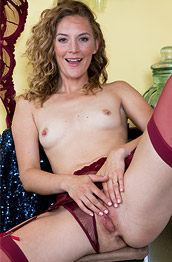 Mona Wales Milf in Red Stockings