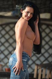 Tori W in Tight Jeans