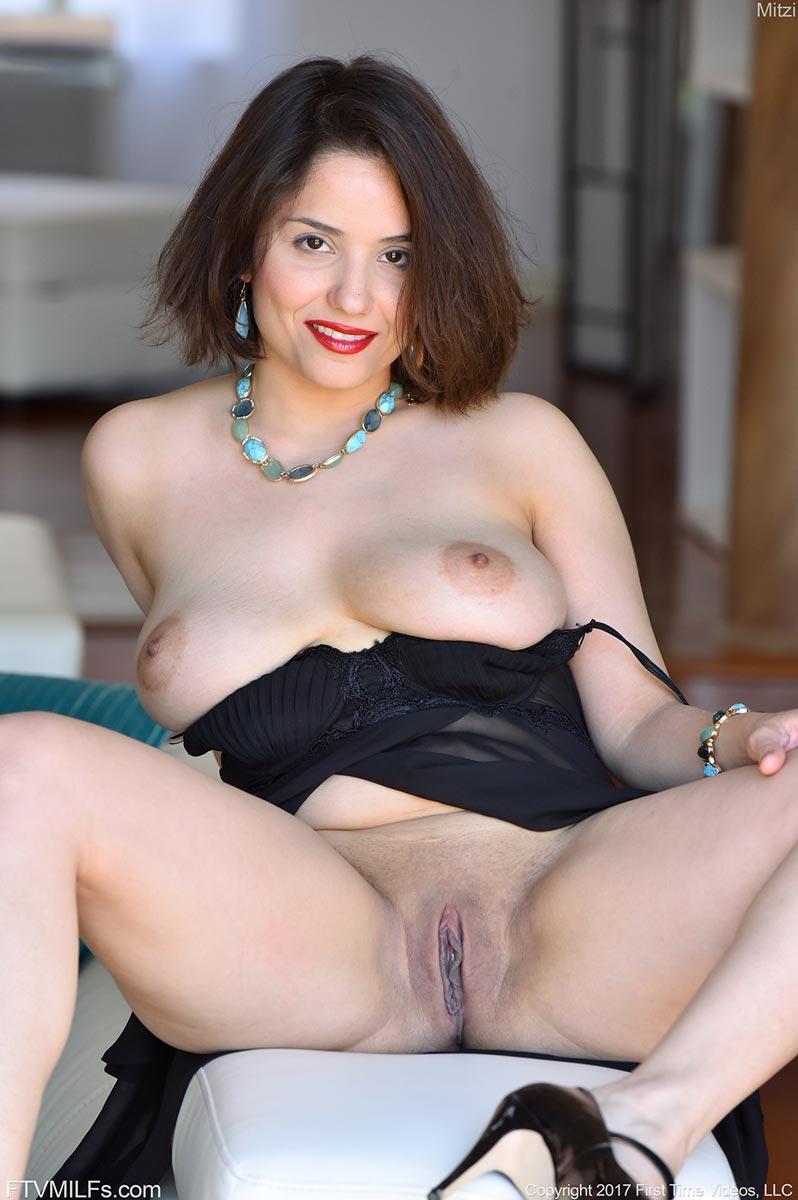 solo mature nude thumbnail