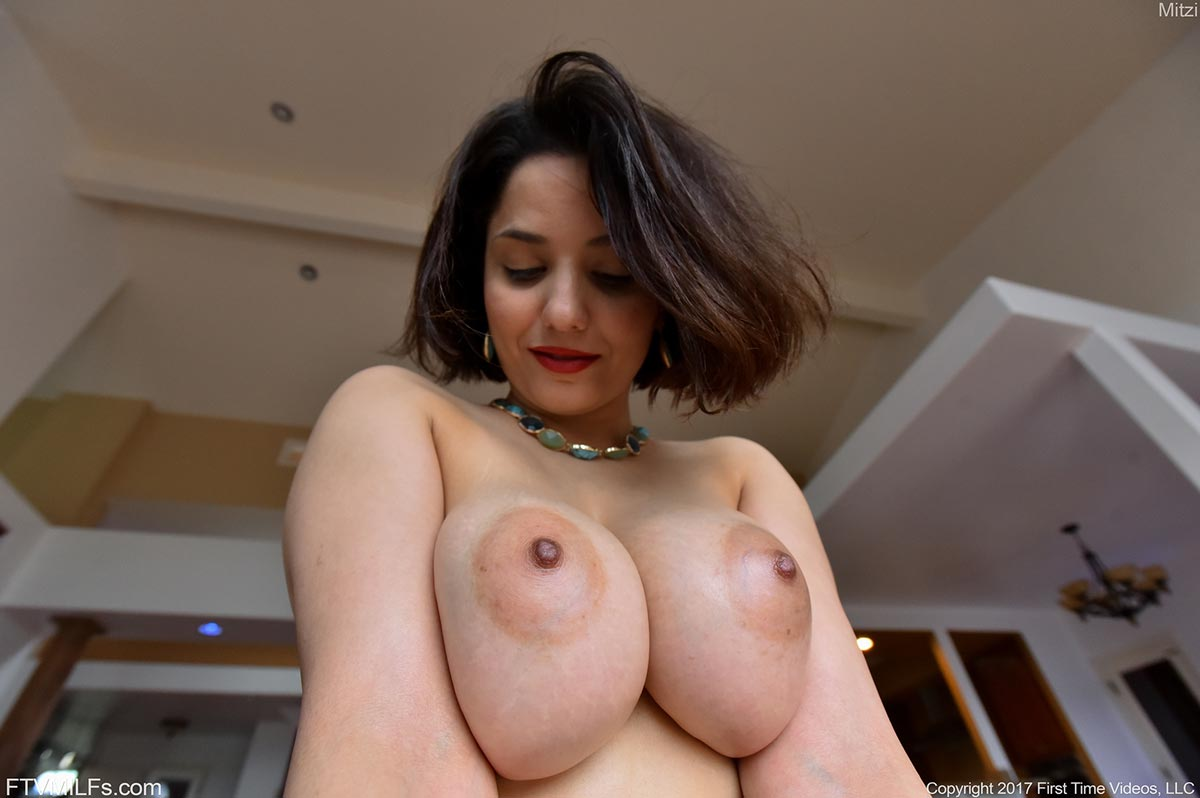 Saffron burrows nude ass