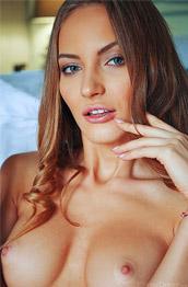 Jolie A Stunning Nude Dark Blonde