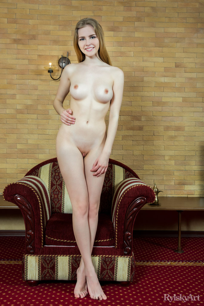 Marit Busty Blonde Shows Pink-3810