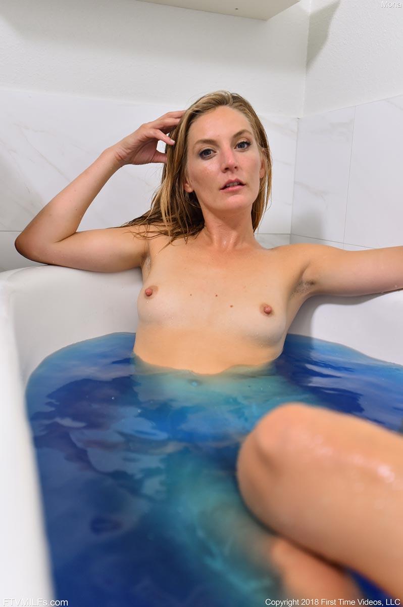 mona wales blue bath