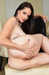 Christina Sapphire Milf Nude in Heels