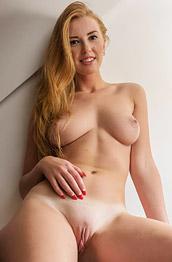 Irini Curvy Nude Redhead