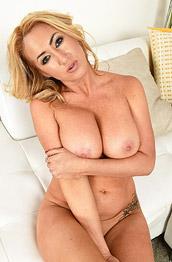 Janna Hicks Sensual Striptease