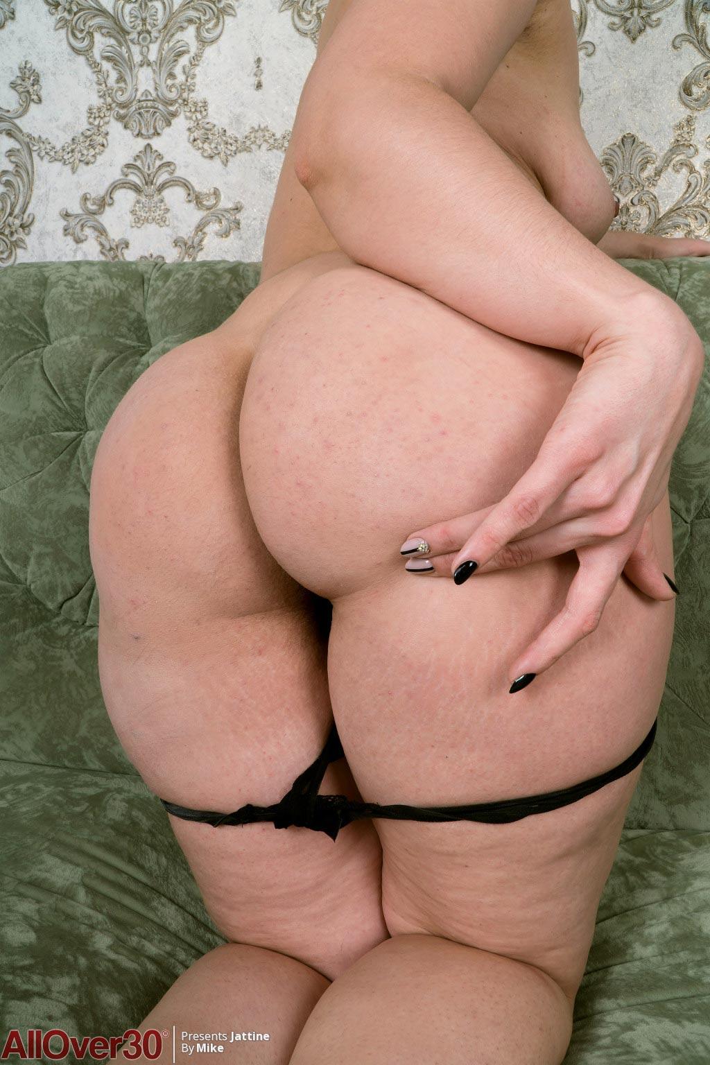 Thick ass milf